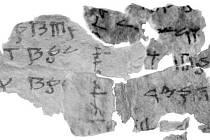 Část slavných svitků nalezených nedaleko Mrtvého moře.