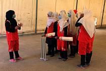 Afghánské ženy hrají kriket