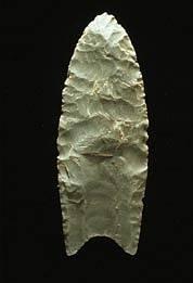 Hrot kopí člověka z kultury Clovis, obývajícího severoamerický kontinent před 11,5 tisícem let