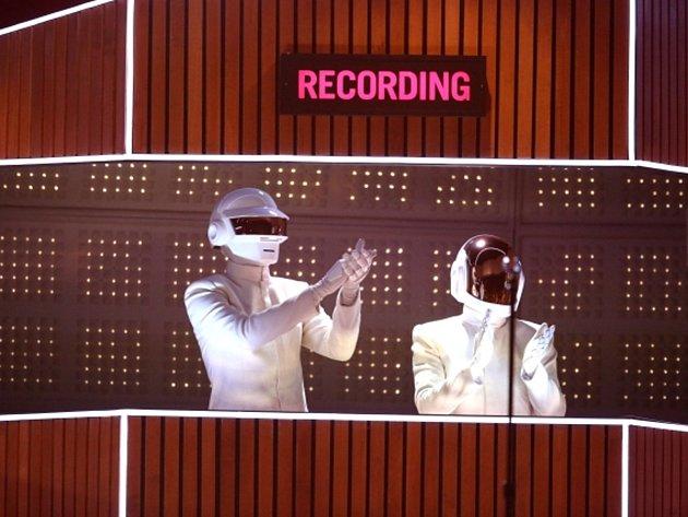Letošní prestižní cenu Grammy za nejlepší album roku získalo francouzské duo Daft Punk za kolekci písní Random Access Memories.