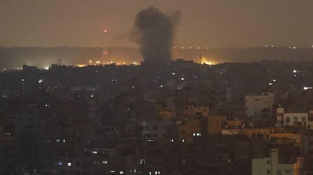 Výbuch v Gaze po útoku izraelské rakety