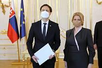 Slovenská prezidentka Zuzana Čaputová jmenovala 1. dubna 2021 v Bratislavě novou vládu v čele s dosavadním ministrem financí Eduardem Hegerem
