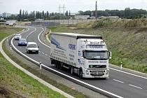 Líbeznice u Prahy mají od 29. července 2011 silniční obchvat. Usilovaly o něj 40 let kvůli nadměrně dopravě. Obcí denně projíždělo až dvacet tisíc aut.
