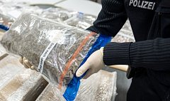 Pašeráci prý zkoušejí nejrůznější způsoby, jak drogy přes letištní ochranu dostat. Ilustrační foto.