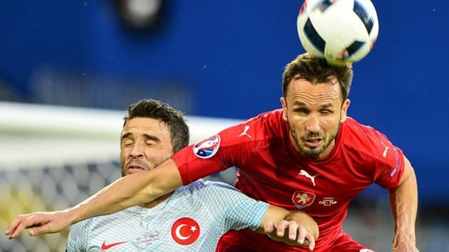 Tomáš Sivok (vpravo) proti Turecku.