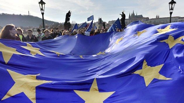 Pochod pro Evropu, který v Praze připomenul založení Evropské unie a upozornil.