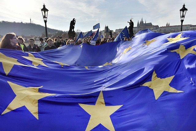 Pochod pro Evropu, který v Praze připomenul založení Evropské unie.