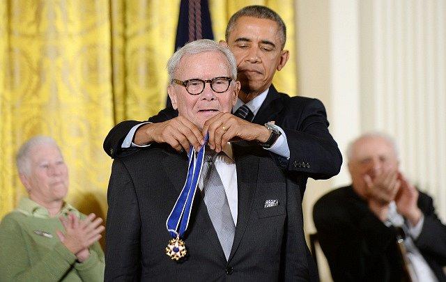Od Baracka Obamy obdržel Tom Brokaw Medaili svobody