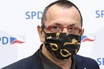 Nový člen poslaneckého klubu SPD Jaroslav Foldyna vystoupil 7. dubna 2020 v Praze na tiskové konferenci před schůzemi Sněmovny
