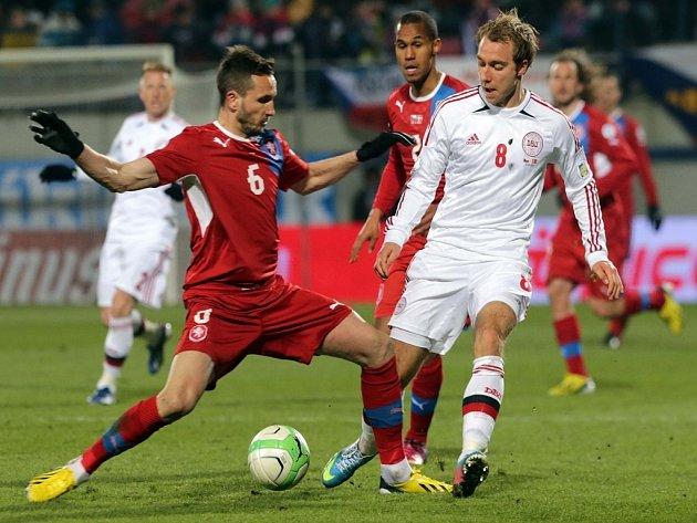 Tomáš Sivok (vlevo) proti Dánsku.