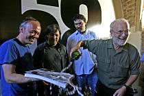Jeden z našich nejznámějších fotografů Josef Koudelka (vpravo) během slavnostní vernisáže výstavy