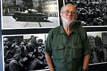 Jeden z našich nejznámějších fotografů Josef Koudelka během slavnostní vernisáže výstavy jeho fotografií ze srpna 1968.