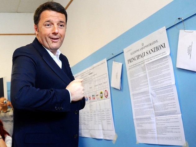 Hlasování v sedmi z 20 italských regionů je nejen testem popularity stávajícího premiéra Mattea Renziho, klíčové je i pro politické přežití jednoho z jeho předchůdců, Silvia Berlusconiho.