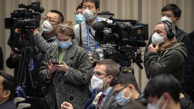 Novináři na tiskové konferenci v Pekingu
