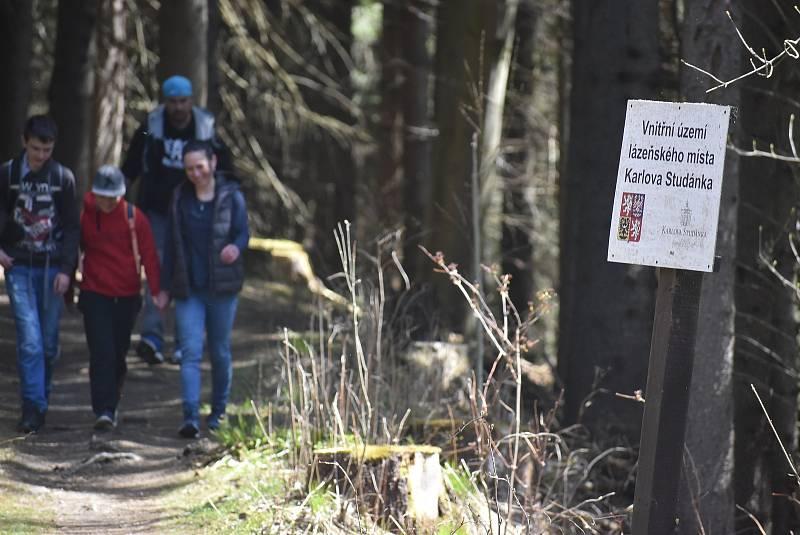 Horské lázně Karlova Studánka lákají klienty sloganem Naber sílu po covidu! Podstatou klimatoterapie je pohyb na čerstvém vzduchu.