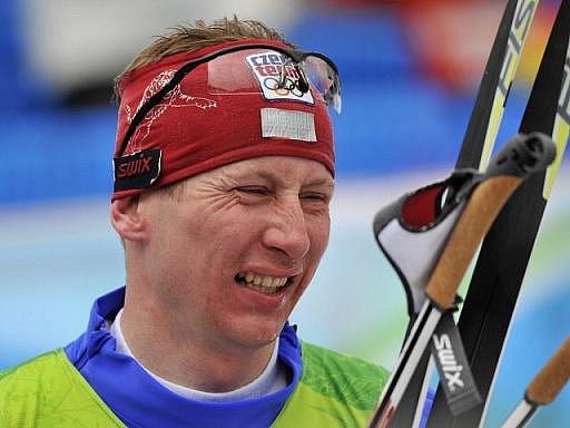 Lukáš Bauer v cíli olympijského závodu na 50 km klasicky s hromadným startem.