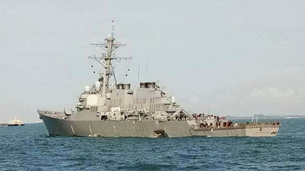 Americký válečný torpédoborec John S. McCain