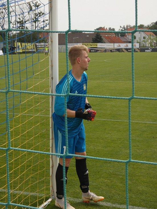 Můj fotbal živě:  Dolní Břežany  -  Zlatníky. Hostující brankář David Tax byl jedním z hrdinů utkání.