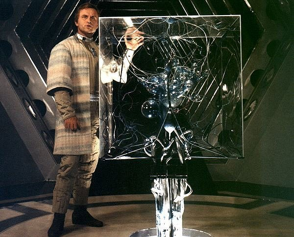 Také seriál Návštěvníci pracoval s myšlenkou geniálního matematika. Jeho výpočty měly sloužit k přesunu kontinentů