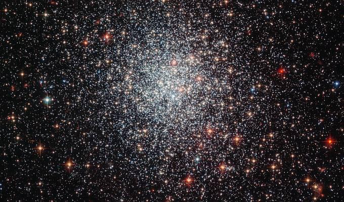NGC 1783, jedna z největších hvězdokup ve Velkém Magellanově oblaku.