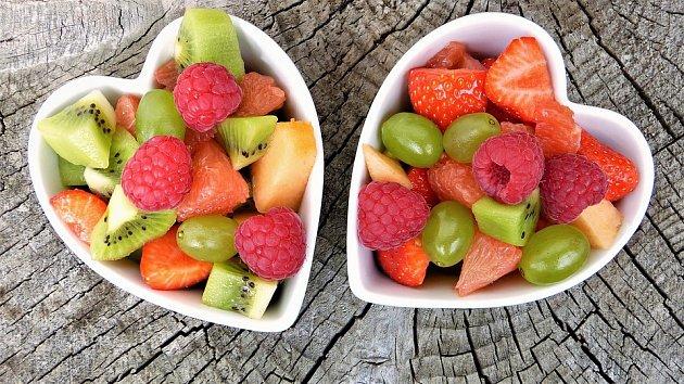 Ovoce je vparných dnech ideální stravou.