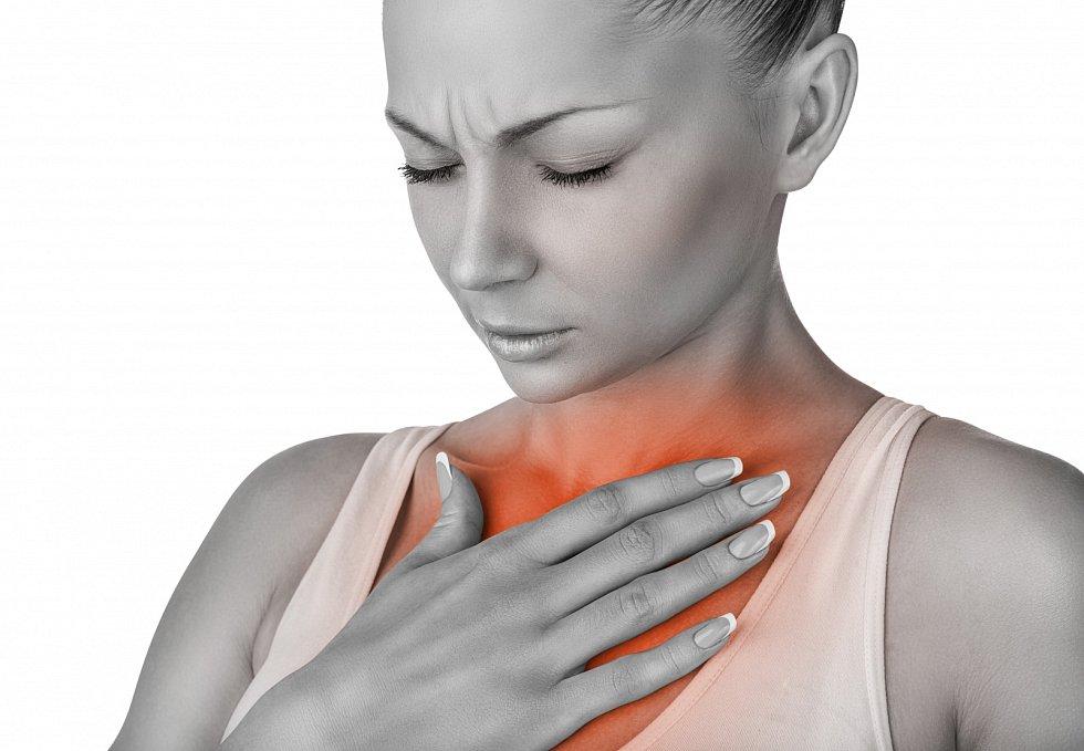 Pálení žáhy se projevuje palčivým pocitem za hrudní kostí a je spojený se stoupáním žaludečních kyselin z žaludku do jícnu a až do dutiny ústní, tzv. refluxem. Vzniká přebytkem šťáv v žaludku, které, pokud jich je normální množství.