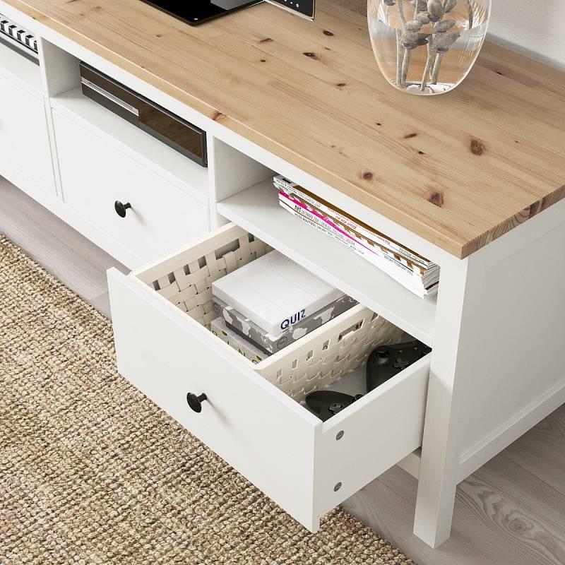 Dřevo a bílá barva. Skvělá kombinace.