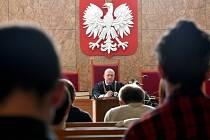 Soud v polském Krakově dnes odročil jednání o možném vydání filmového režiséra Romana Polanského do Spojených států, kde mu hrozí trest za sexuální styk z nezletilou v roce 1977.