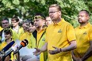 KDU-ČSL zahájila v Praze ostrou kampaň před podzimními sněmovními volbami. Na snímku Pavel Bělobrádek (vpředu) a Marian Jurečka (vlevo).