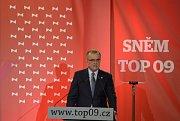 Při projevu dosavadní předseda strany Miroslav Kalousek.