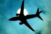 Barack Obama se v úterý omluvil za pondělní nízký přelet jednoho z prezidentských letounů nad New Yorkem kvůli natáčení propagačního šotu. Lidé když viděli blížící se letoun, dostali strach, že se opakuje noční můra teroristických útoků z 11. září 2001.