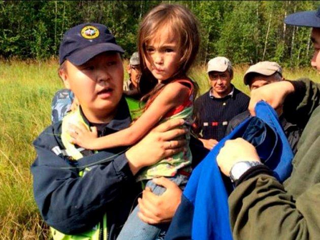 Dlouhých 11 dní bez vody a jídla přežila v sibiřské tajze teprve tříletá Karina.