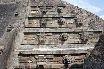 Po starověké mayské říši se dochovala řada památek i artefaktů, přesto však epocha jejího největšího rozkvětu nadále skrývá tajemství