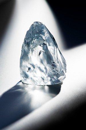 Diamant váží 122,52karátu a podle analytiků by mohl být nejcennějším nebroušeným diamantem, jaký byl kdy nalezen.