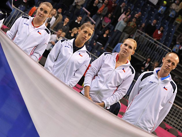 Část české fedcupové reprezentace ve složení (zleva) Benešová, Cetkovská, Vaidišová a nehrající kapitán Pála.