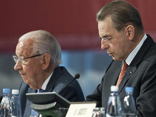 Bývalý šéf MOV Juan Antonio Samaranch (vlevo) a ten současný Jacques Rogge na zasedání v Kodani.