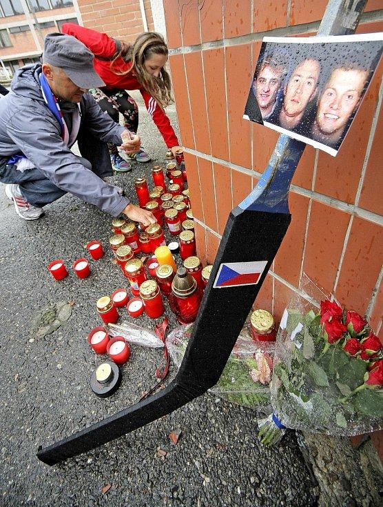 Září 2011: Pieta za hokejisty Jana Marka, Karla Rachůnka a Josefa Vašíčka (Jihlava).