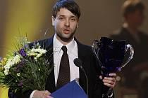 VÁCLAV NEUŽIL je členem souboru Dejvického divadla od roku 2006. A právě za své působení v Dejvicích získal loni i prestižní divadelní Cenu Thálie. Konkrétně za účinkování v inscenaci Dealer's Choice.