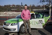 Majitel společnosti Student Agency Radim Jančura představil 3. listopadu v Praze nová vozidla taxislužby Tick Tack. Ta k současné flotile vozidel Audi A6 od nového roku zavede segment taxíků Škoda Octavia na zemní plyn s cenou 18 Kč za ujetý kilometr.