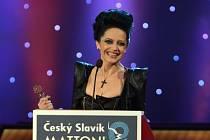 Zlatého slavíka za rok 2014 v kategorii Zpěvačka si odnáší Lucie Bílá.