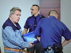 Jaroslav Barták je obžalován z plánování vražd a vydírání.