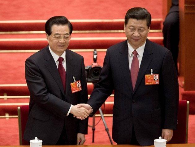 Čínský prezident Si Ťin-pching (zprava).