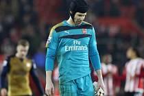 Zklamaný brankář Arsenalu Petr Čech po prohře se Southamptonem.