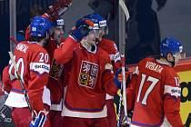 Čeští hokejisté se radují z gólu proti Norsku.