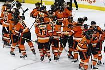 Flyers se radují z důležitého vítězství nad lídrem soutěže z Washingtonu.