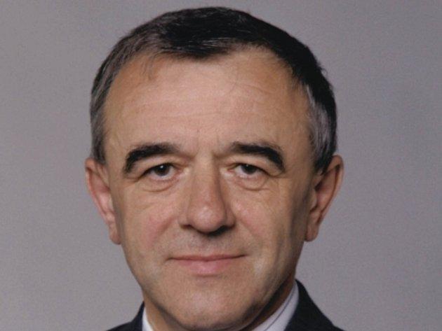 Polistopadový ministr vnitra Richard Sacher.