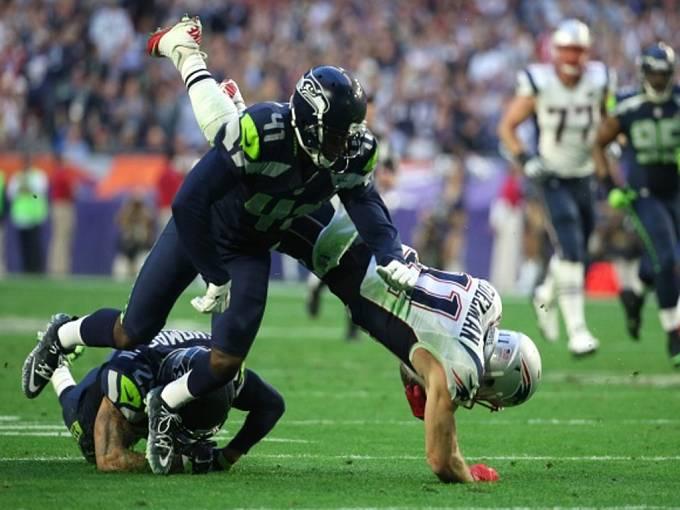 Super Bowl: New England Patriots (v bílém) proti Seattlu.