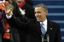 Americký prezident Barack Obama si na veřejnosti zopakoval prezidentský slib, který v soukromí složil už v neděli. Na tradiční inaugurační slavnosti před budovou Kapitolu ve Washingtonu tak v pondělí 21. ledna symbolicky zahájil své druhé funkční období.