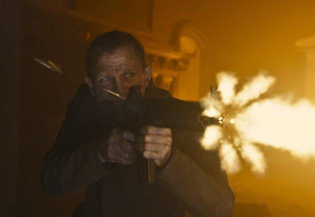 S příchodem 23. bondovky Skyfall si její tvůrci velmi dobře uvědomovali fakt, že rok 2012 je zároveň i 50. výročím vzniku filmů o Jamesi Bondovi a rozhodli se na plátně předvést to nej, nej...