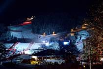 Nasvícená sjezdovka Streif v Kitzbühelu